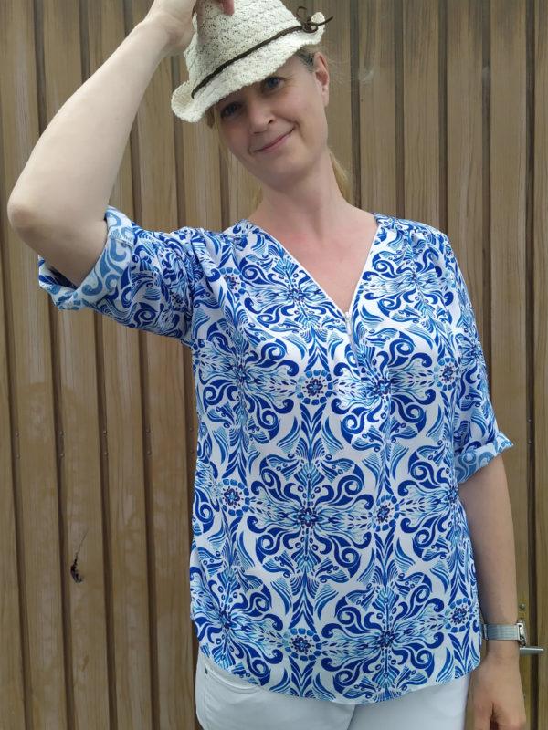 Bluse Rosanne blau mit Krempelaermel