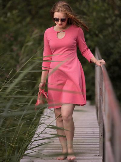 Kleid Samba rosa lachs auf Bruecke