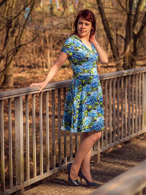 Yelda 36 Ausgestelltes Kleid Blau